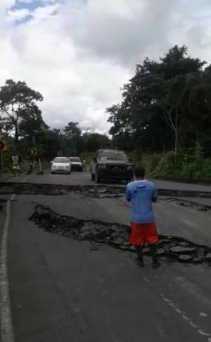 Hundimiento en la vía Quiroga-Pichincha impide el paso de vehículos