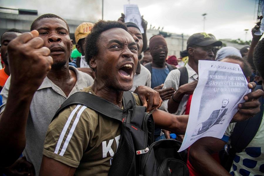 Bahamas suspende deportaciones de haitianos ilegales