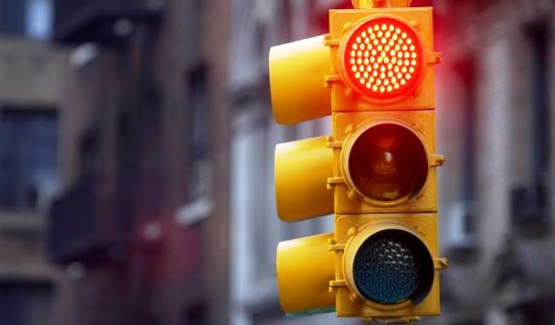 Un joven taiwanés sobrevive tras caer desde un piso 13 gracias a un semáforo