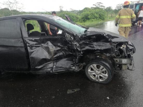 Jugador del Delfín, uno de los siete heridos en accidente de tránsito en Montecristi