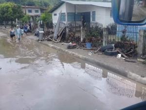 Santa Ana: Desciende el nivel del agua tras inundación en el centro de La Unión