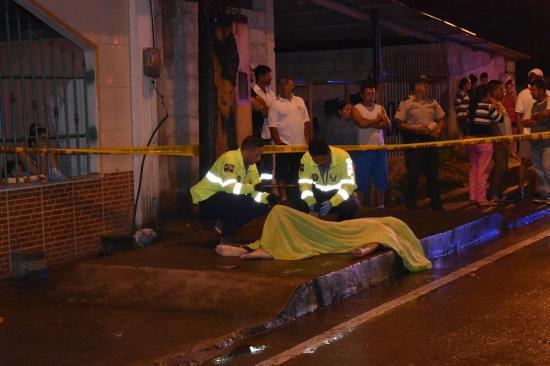 Hombre es asesinado de varias puñaladas en la vía El Carmen-Santo Domingo
