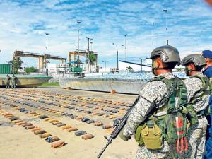Pescadores manabitas son detenidos en narcosubmarino