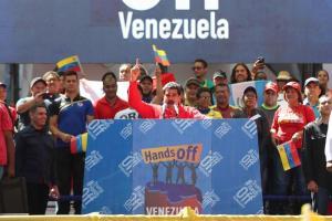 Maduro dice jamás se ''doblegará'' y pide a militares defenderlo si lo derrocan