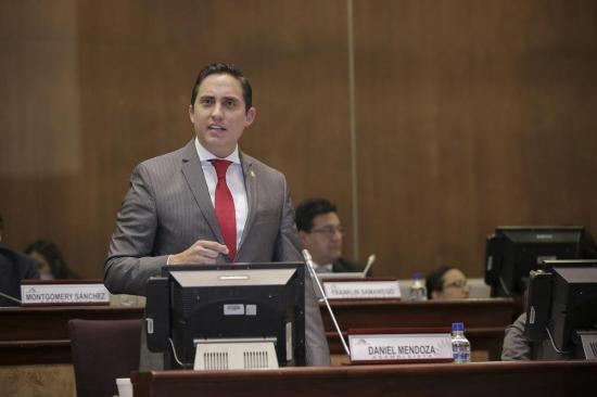 Asambleísta manabita propone ley para regular las redes sociales