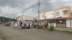 Habitantes de Las Orquídeas reclaman por embargo de siete casas