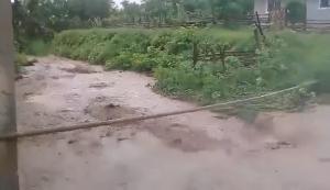 Se registran inundaciones en varias parroquias de Montecristi