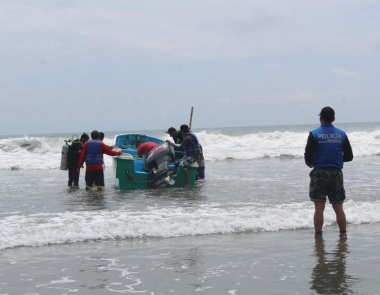Continúa la búsqueda de joven desaparecido en la playa de Ayampe