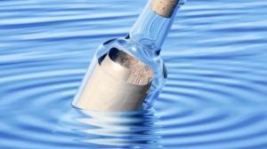 Encuentran una botella con mensaje arrojada al mar hace 44 años en Argentina