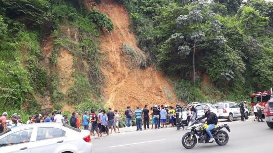Dos muertos tras deslizamiento en el norte de Guayaquil