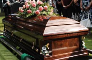 Familia de una mujer fallecida descubre que en su ataúd estaba el cuerpo de una ''desconocida''