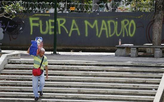 EE.UU. prohíbe la entrada a 340 venezolanos, 107 diplomáticos de Maduro
