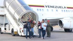 Dos aviones con venezolanos que retornan desde Ecuador circunvalarán Colombia