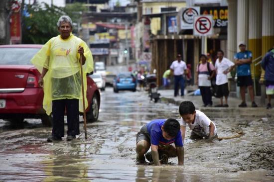 Más de 600 personas afectadas por lluvias en el litoral ecuatoriano