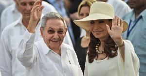 Raúl Castro recibe a Cristina Fernández, en Cuba por tratamiento de su hija