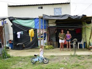 Tres familias de El Guabito tendrán casa por fallo de juez