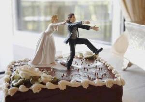 Una mujer es detenida tras intentar matar a su esposo días después de la boda