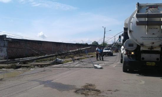 Tres postes de alumbrado público se 'vinieron abajo' en Paján