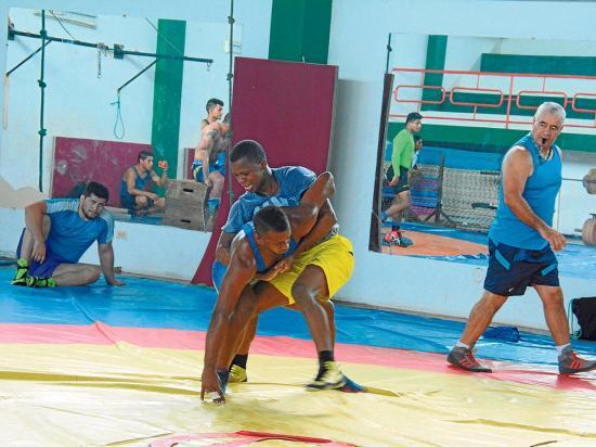 Seleccionados de lucha se alistan para los Juegos Panamericanos en Lima