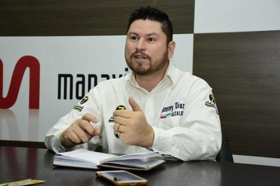 Jimmy Díaz le apunta a una fabrica de reciclaje