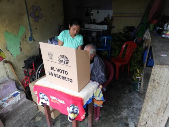 El Voto en Casa se llevó a cabo con normalidad en Manabí