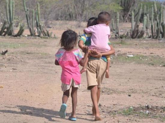 Evacúan a tres niños  indígenas que tienen paludismo crónico