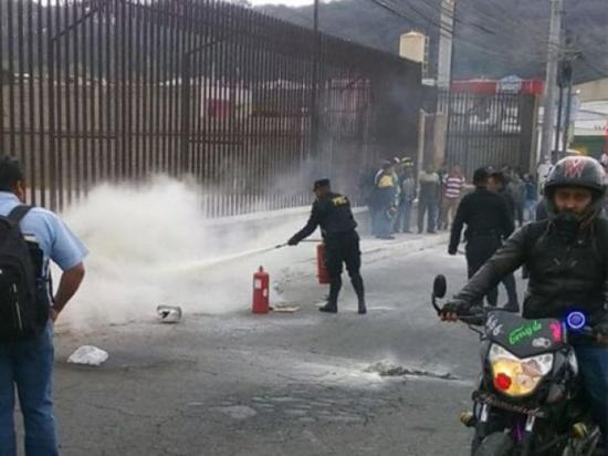 Taxistas queman a dos pandilleros