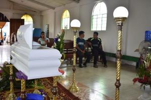 Dahir descansa junto a su abuela