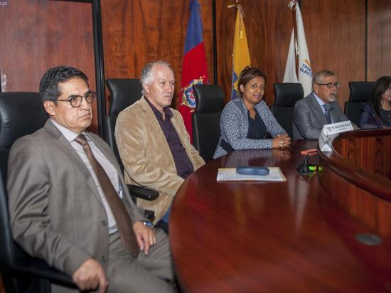 Tribunal Electoral de Ecuador se inhibe de consulta sobre voto nulo