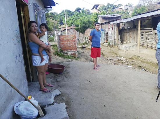 Moradores del barrio Jipijapa en Manta no quieren inundar en este invierno