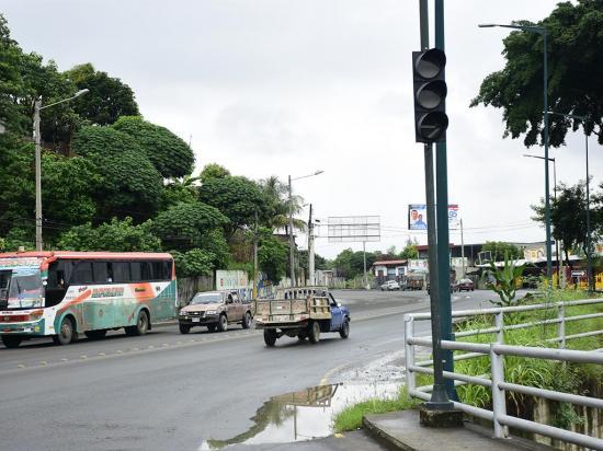 Próxima semana  revisarán las fallas en  semáforo de El Guabito