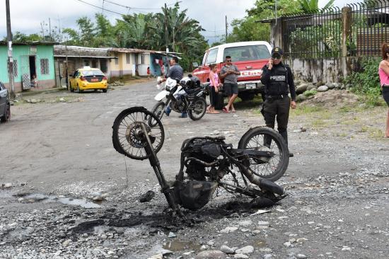 Queman una moto