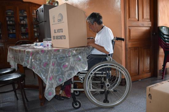 26 ciudadanos votaron en sus casas