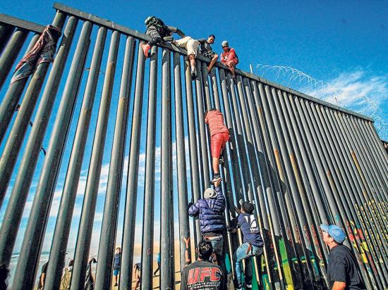 Migrantes  inician nueva caminata