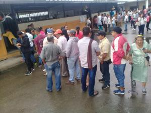 Con varios minutos de retraso inició la jornada electoral en algunos recintos de Manabí