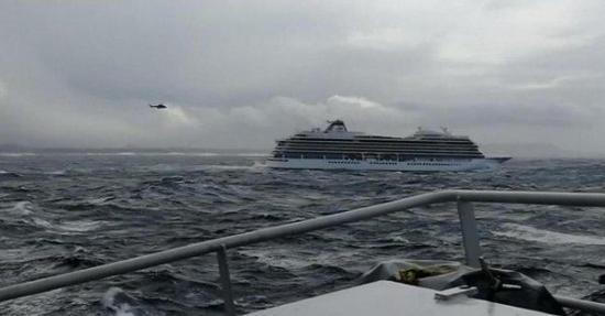 El crucero noruego navega por sí mismo y se suspende evacuación de pasajeros