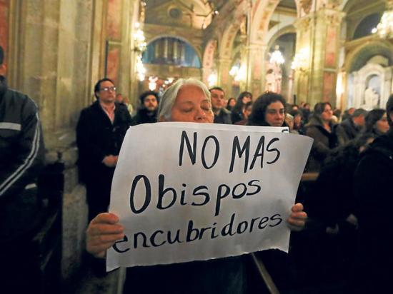 Obispo ofrece sanear iglesia