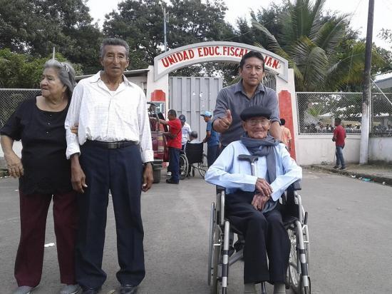 Don Facundo, de 106 años, votó y volverá