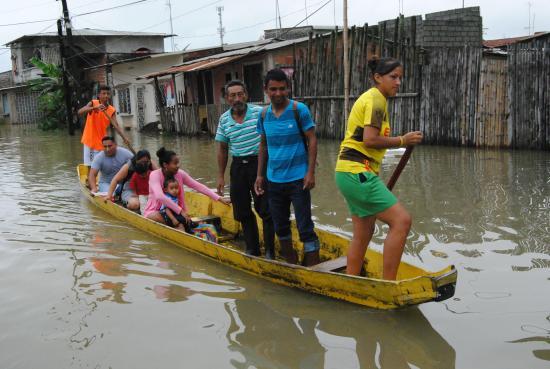 Salieron en canoas para votar