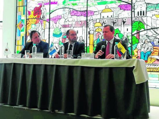 Ecuador y Guatemala negocian ampliación de lista de productos para comercio