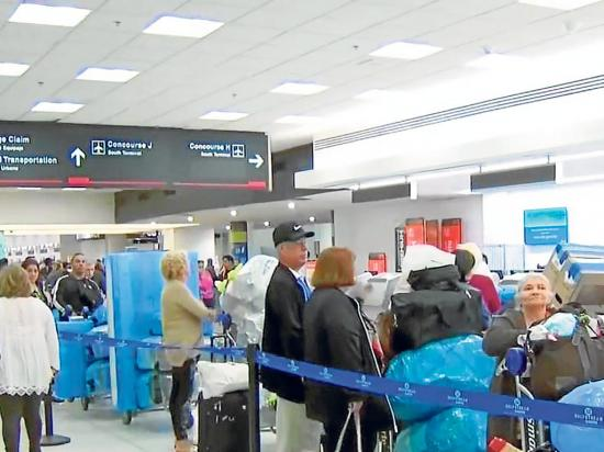 Cubanos llevan tres días en el aeropuerto