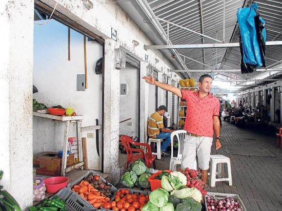 Comerciantes se quejan por deuda con el CNEL sin tener un consumo