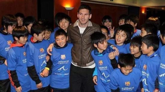 La Fundación Messi aporta 200.000 euros para investigación de un tumor infantil