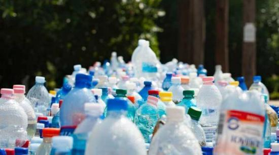 La Hora del Planeta en Ecuador busca combatir la contaminación por plásticos