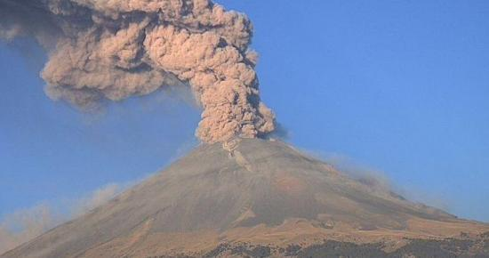 México eleva a amarillo fase 3 la alerta por actividad de volcán Popocatépetl