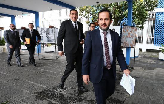 El secretario Anticorrupción entregó 'pruebas' contra correa