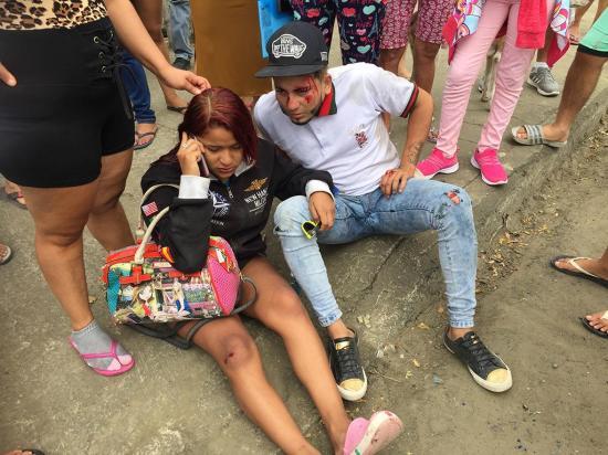 En Portoviejo una pareja resultó herida en un accidente de moto