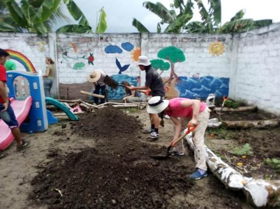 Voluntarios de usa llegan para trabajo social en Manabí