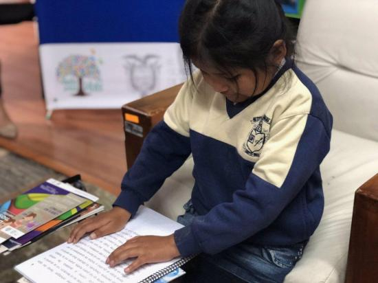 Presentan en Ecuador colección de libros infantiles en formato braille