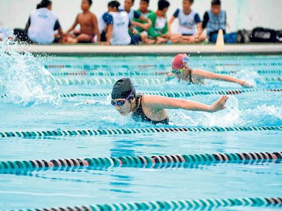 Nadadores compiten en Picoazá
